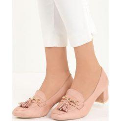 Różowe Czółenka Gorin. Czerwone buty ślubne damskie Born2be, w paski, ze skóry, z okrągłym noskiem, na niskim obcasie, na słupku. Za 59,99 zł.