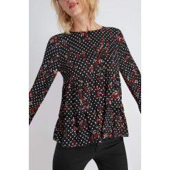 Bluzki asymetryczne: Bluzka z rozkloszowanymi rękawami i falbanami