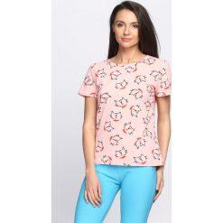 Różowy T-shirt Kit Violin. Czerwone bluzki damskie Born2be, l. Za 29,99 zł.
