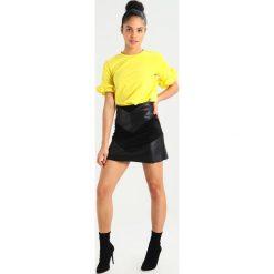 T-shirty damskie: NORR AMINA Tshirt z nadrukiem yellow