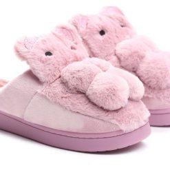 Fioletowe Kapcie My Teddy Bear. Fioletowe kapcie dziewczęce marki Born2be, z materiału. Za 24,99 zł.
