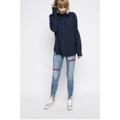 Wrangler - Koszula. Szare koszule damskie marki Wrangler, na co dzień, m, z nadrukiem, casualowe, z okrągłym kołnierzem, mini, proste. W wyprzedaży za 139,90 zł.