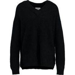 Swetry klasyczne damskie: Second Female BROOK DEEP VNECK Sweter black