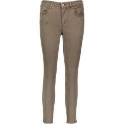 """Dżinsy """"Antonia"""" - Skinny fit - w kolorze khaki. Boyfriendy damskie Rosner, z aplikacjami. W wyprzedaży za 173,95 zł."""