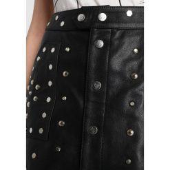 Tiger of Sweden Jeans BLEED Spódnica skórzana black. Czarne minispódniczki marki Tiger of Sweden Jeans, xs, z jeansu. W wyprzedaży za 566,55 zł.