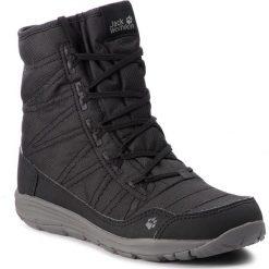 Śniegowce JACK WOLFSKIN - Portland Boot W 4024611  Black. Czarne buty zimowe damskie marki Jack Wolfskin, w paski, z materiału. W wyprzedaży za 369,00 zł.