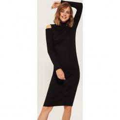 Dzianinowa sukienka z golfem - Czarny. Czarne sukienki dzianinowe marki Molly.pl, na jesień, uniwersalny, z golfem, dopasowane. Za 69,99 zł.
