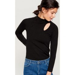 Sweter z ozdobnym wycięciem - Czarny. Czarne swetry klasyczne damskie Mohito, l. Za 69,99 zł.