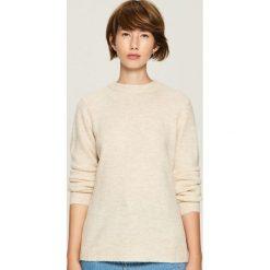 Sweter z wycięciem na plecach - Kremowy. Białe swetry klasyczne damskie marki Sinsay, l, z dekoltem na plecach. Za 59,99 zł.