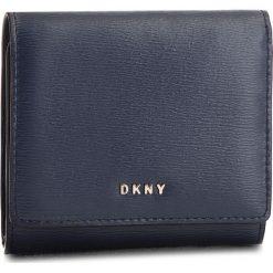 Mały Portfel Damski DKNY - Bryant Trifld Wallet R7413100 Navy NVY. Niebieskie portfele damskie DKNY, ze skóry. Za 379,00 zł.