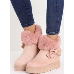 Różowe Śniegowce Warm Up. Czerwone buty zimowe damskie marki Born2be, z okrągłym noskiem, na koturnie. Za 89,99 zł.