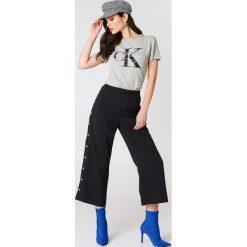 Calvin Klein T-shirt Shrunken - Grey. Szare t-shirty damskie marki Calvin Klein, z bawełny. Za 202,95 zł.