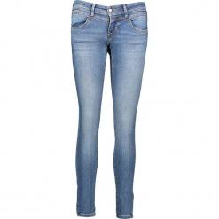"""Dżinsy """"Gina"""" - Slim fit - w kolorze niebieskim. Niebieskie jeansy damskie relaxed fit marki Mustang, z aplikacjami, z bawełny. W wyprzedaży za 195,95 zł."""