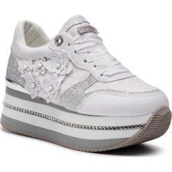Sneakersy GUESS - FL5HIN LAC12 WHITE. Czarne sneakersy damskie marki Guess, z materiału. Za 599,00 zł.