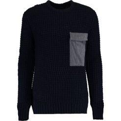 Religion SHIELD Sweter navy/dark metal. Niebieskie kardigany męskie marki Blue Seven, z bawełny. W wyprzedaży za 367,20 zł.