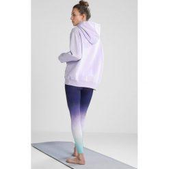 Hey Honey HOODIE CHIN Bluza z kapturem purple. Fioletowe bluzy sportowe damskie Hey Honey, z bawełny, z kapturem. W wyprzedaży za 431,20 zł.