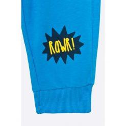 Blu Kids - Spodnie dziecięce 68-98 cm. Niebieskie spodnie chłopięce Blukids, z bawełny. W wyprzedaży za 15,90 zł.