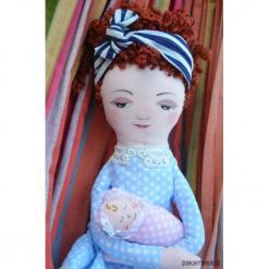 Ręcznie wykonana lalka przytulanka, szmacianka. Brązowe przytulanki i maskotki marki Pakamera. Za 153,00 zł.