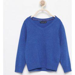 Sweter z dekoltem w serek - Niebieski. Szare swetry chłopięce marki Reserved, l, w paski, z klasycznym kołnierzykiem. Za 99,99 zł.
