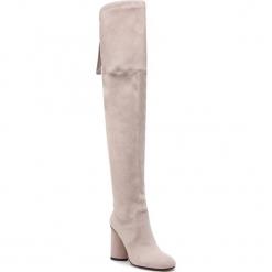 Muszkieterki STUART WEITZMAN - Helena 95 YL96256 Pebble Suede. Brązowe buty zimowe damskie marki Kazar, ze skóry, przed kolano, na wysokim obcasie. Za 3429,00 zł.