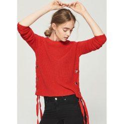Sweter z wiązaniem - Czerwony. Czerwone swetry klasyczne damskie Sinsay, l. Za 59,99 zł.