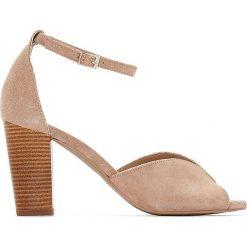 Rzymianki damskie: Skórzane sandały na obcasie z metalowym detalem