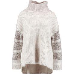 Swetry klasyczne damskie: AllSaints KEATS FUNNEL NECK Sweter white