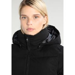 O'Neill CONTROL PADDED Kurtka snowboardowa black out. Czarne kurtki damskie narciarskie O'Neill, l, z materiału. W wyprzedaży za 607,20 zł.