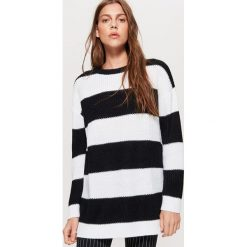 Sweter w pasy kolekcja EQUAL - Czarny. Czarne swetry klasyczne damskie marki Cropp, l. Za 69,99 zł.
