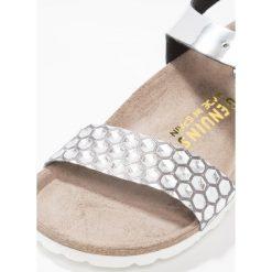 Genuins Sandały honey silver. Szare sandały chłopięce Genuins, z materiału, z otwartym noskiem. W wyprzedaży za 146,30 zł.