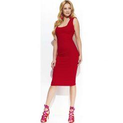 Czerwona Elegancka Ołówkowa Midi Sukienka z Przeszyciami. Czerwone sukienki balowe Molly.pl, l, z tkaniny, na ramiączkach, midi, dopasowane. Za 123,90 zł.