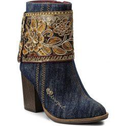 Botki DESIGUAL - Folk Exotic 17WSTFB8 Denim 5006. Niebieskie buty zimowe damskie Desigual, z denimu, na obcasie. W wyprzedaży za 319,00 zł.