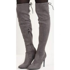 Szare Kozaki Darla. Czarne buty zimowe damskie marki Born2be, z materiału, ze szpiczastym noskiem, przed kolano, na wysokim obcasie, na szpilce. Za 59,99 zł.
