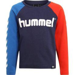 Hummel Bluzka z długim rękawem peacoat. Czerwone bluzki dziewczęce bawełniane marki Hummel, z długim rękawem. Za 129,00 zł.
