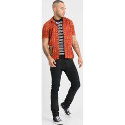 Nudie Jeans BRANDON Koszula terra. Czerwone koszule męskie jeansowe marki Nudie Jeans, m. Za 419,00 zł.