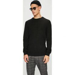 Casual Friday - Sweter. Czarne swetry klasyczne męskie Casual Friday, l, z dzianiny, z okrągłym kołnierzem. W wyprzedaży za 139,90 zł.