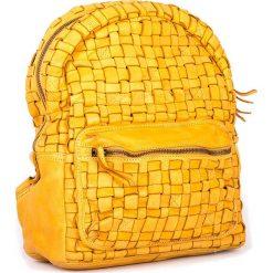 Plecaki damskie: Skórzany plecak w kolorze żółtym – 26 x 33 x 13 cm