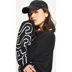 Bluzy rozpinane damskie: Bluza oversize z napisem - Czarny