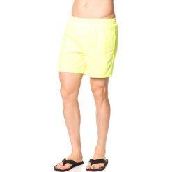 Szorty kąpielowe w kolorze jaskrawożółtym. Żółte kąpielówki męskie marki Speedo, klasyczne. W wyprzedaży za 65,95 zł.