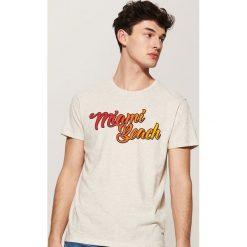 T-shirt z napisem - Kremowy. Białe t-shirty męskie marki House, l, z napisami. Za 25,99 zł.