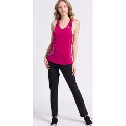 Reebok - Spodnie. Szare spodnie sportowe damskie marki Reebok, l, z dzianiny, casualowe, z okrągłym kołnierzem. W wyprzedaży za 119,90 zł.
