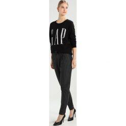Bluzy damskie: GAP LOGO CREW  Bluza true black