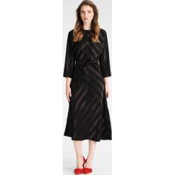 Phase Eight AVALINE TIE DRESS Sukienka koktajlowa black. Czarne sukienki koktajlowe marki Phase Eight, z materiału. W wyprzedaży za 631,20 zł.