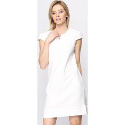 Sukienki: Biała Sukienka Bossed Up