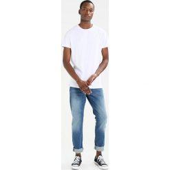 T-shirty męskie: Scotch & Soda CLASSIC CREWNECK TEE WITH HEM ARTWORK Tshirt basic white