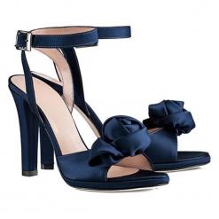 Sandały w kolorze ciemnoniebieskim. Niebieskie sandały damskie BOHOBOCO, na obcasie. W wyprzedaży za 899,95 zł.