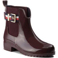 Kalosze TOMMY HILFIGER - Corporate Belt Rain FW0FW03329 Decadent Chocolate 296. Czarne buty zimowe damskie marki TOMMY HILFIGER, z materiału, z okrągłym noskiem, na obcasie. W wyprzedaży za 319,00 zł.