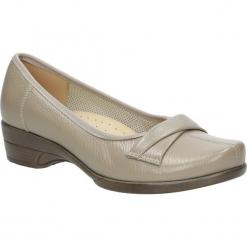 Beżowe półbuty skórzane ażurowe na koturnie Góral 1051. Brązowe buty ślubne damskie Góral, w ażurowe wzory, na koturnie. Za 189,99 zł.