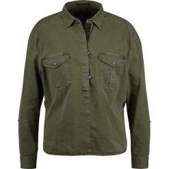 Bluzki asymetryczne: Scotch & Soda GARMENT DYED WITH ARMY DETAILING Bluzka military green