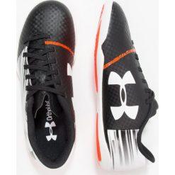 Under Armour SPOTLIGHT IN Halówki white. Białe buty sportowe chłopięce marki Under Armour, z gumy, do piłki nożnej. W wyprzedaży za 167,20 zł.